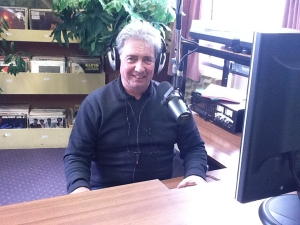 Ron hosts the Arty Farty Hour on OAR 105.4FM
